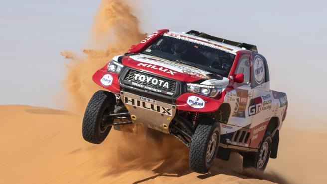 El coche de Alonso y Coma, durante la sexta etapa del Dakar.