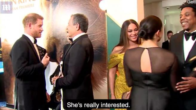 Momento en el que Harry de Inglaterra pide un trabajo para su mujer en Disney.