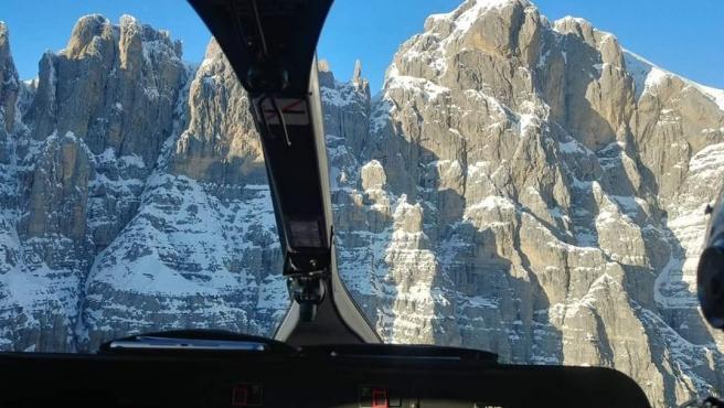 Helicóptero de rescate en los Alpes italianos.