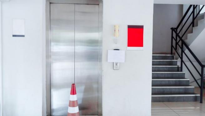Imagen de un ascensor en un piso.