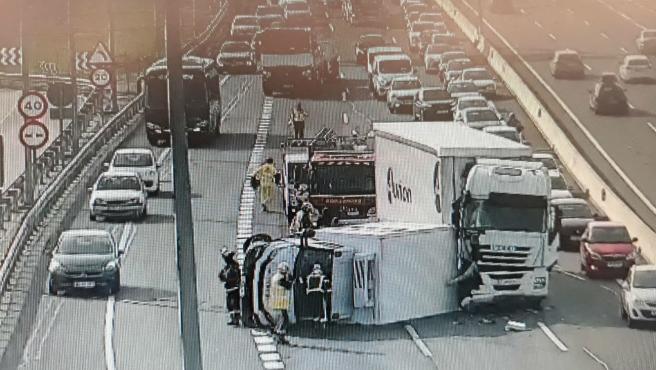 Choque de camiones en la A-2.