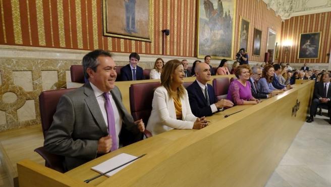 El alcalde de Sevilla, Juan Espadas, y su equipo, en una imagen de archivo