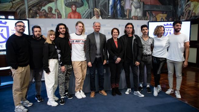 El coreógrafo Rafa Méndez (en el centro) en la presentación del espectáculo 'Canarias, no solo plátanos'