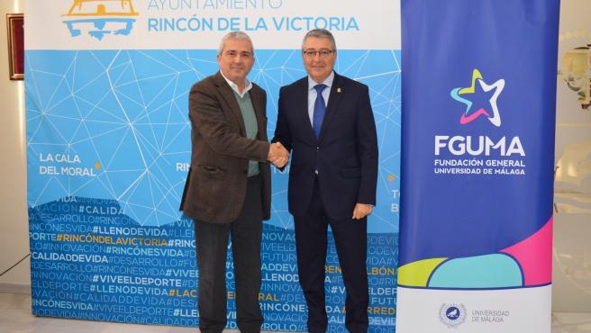 El director general de la FGUMA, Diego Vera, y el alcalde de Rincón (Málaga), Francisco Salado