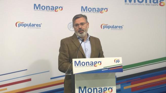 El portavoz del PP de Extremadura, Fernando Pizarro en rueda de prensa.