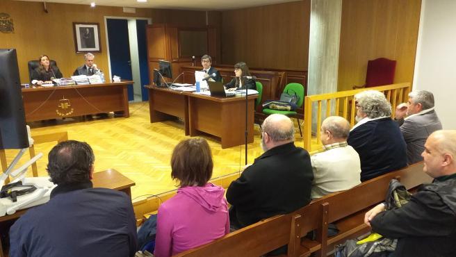 Juicio en la sección quinta de la Audiencia de Pontevedra, en Vigo, de seis acusados, entre ellos tres guardias civiles, por contrabando de tabaco y falsedad documental.