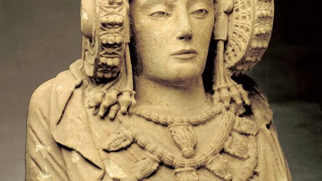 La Real Orden de la Dama de Elche impulsa un concurso para diseñar un 'emoji' del busto íbero ilicitano