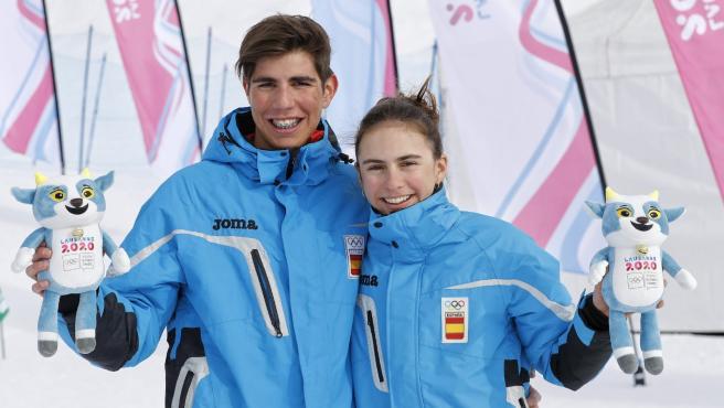 Los esquiadores de montaña, tras subir al podio.