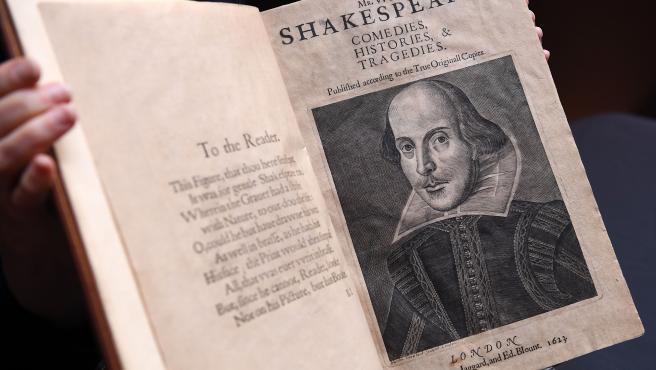 Libro 'Primer Folio' de Shakespeare escrito en 1623