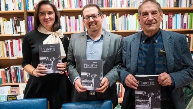 Raúl Molina Recio (c), director de 'Pioneros. Empresas y empresarios en el primer tercio del siglo XX en España'.