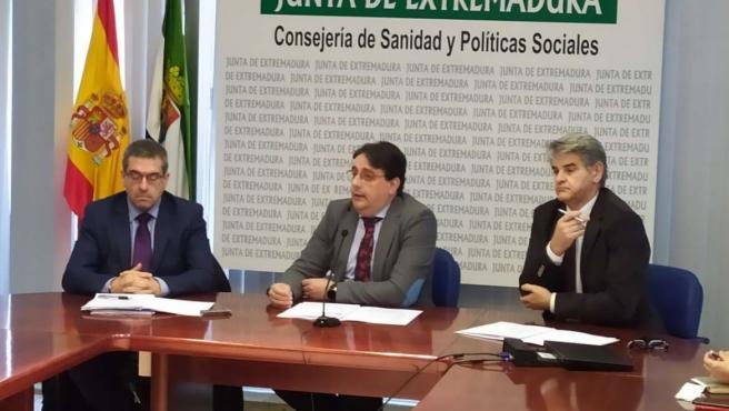 Vergeles (el centro) y otros responsables sanitarios en rueda de prensa para informar sobre donaciones de órganos en 2019