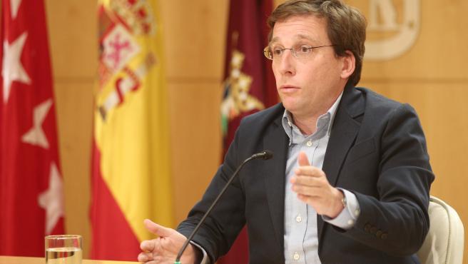 """Almeida promete """"todos los medios"""" para """"minimizar"""" molestias de las obras en la L4 de Metro"""