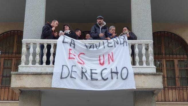 """""""Encierro"""" en el Ayuntamiento de San Juan para frenar """"cinco desahucios"""" previstos en la localidad"""