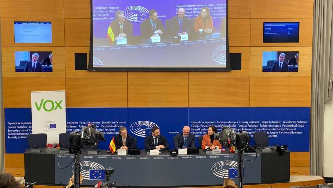 Los miembros de Vox en la rueda de prensa en el Parlamento Europeo.