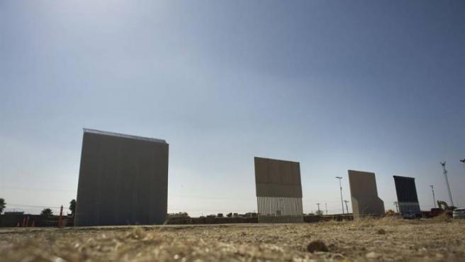 Prototipos del muro entre EE UU y México, cerca del paso fronterizo de Otay Mesa, en San Diego, California.