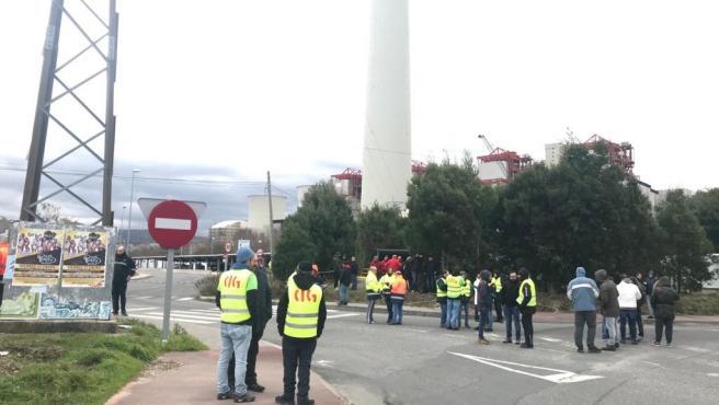 Paro unánime de 24 horas de trabajadores de Endesa y de las auxiliares en en la térmica de As Pontes
