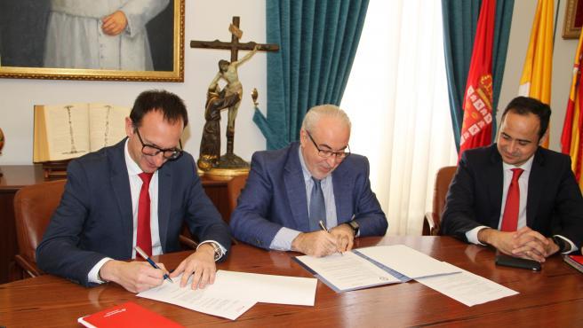 Santander y la UCAM amplían su alianza con becas para nuevos alumnos con pocos recursos