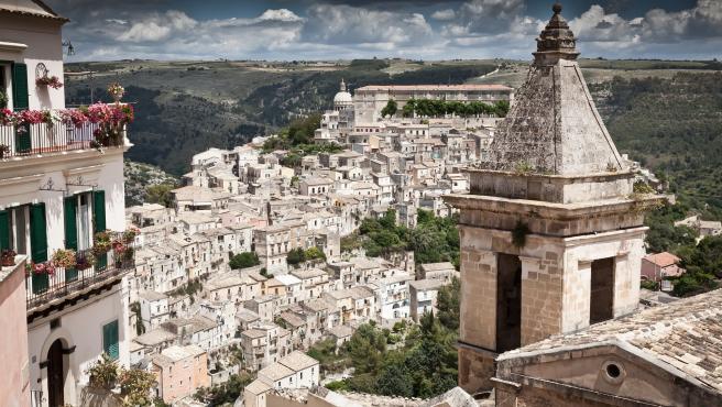 La isla vive una ola de turismo verde que busca conseguir un futuro sostenible para uno de los lugares más bonitos de Italia. Su patrimonio cultural y su exquisita gastronomía son los otros pilares sobre los que se asienta Sicilia.