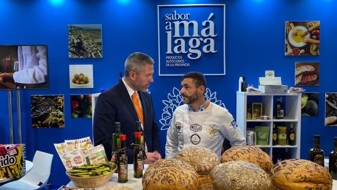 Un panadero malagueño presenta en Madrid Fusión el pan más caro del mundo, elaborado con oro, plata y flores