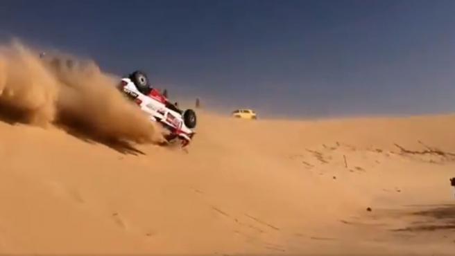 Accidente de Fernando Alonso en la etapa 10 del rally Dakar.