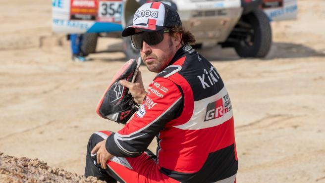 Fernando Alonso, tras la primera parte de la etapa maratón del Dakar.