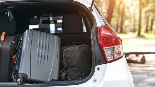 Una carga mal posicionada en el maletero del coche aumenta el peligro de sufrir daños en un siniestro.