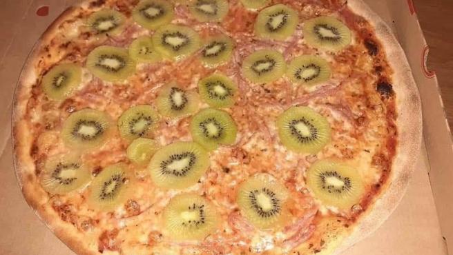 Una imagen de la pizza con kiwi.
