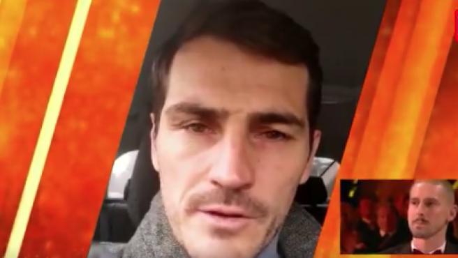 El momento en el que Miguel Van Damme recibe el mensaje de Casillas.