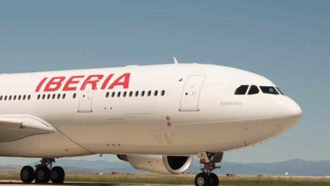 Desviado a Santiago un avión con destino Vigo por el temporal