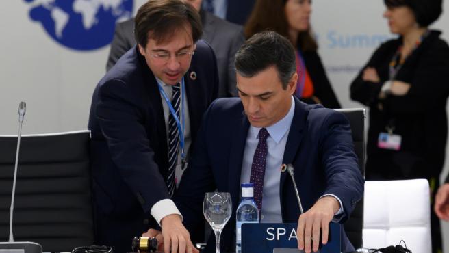 José Manuel Albares junto al presidente del Gobierno en la ONU