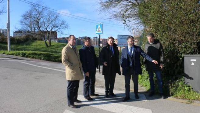Canteli se compromete a realizar mejoras en el barrio de Villafría