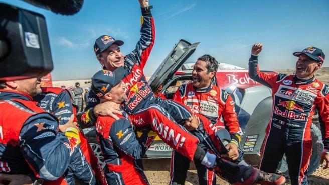 Carlos Sainz conquista su tercer Dakar y Brabec se estrena en motos