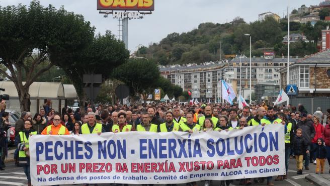"""El comité de Alcoa San Cibrao tacha de """"tomadura de pelo"""" que el Gobierno siga sin aprobar el estatuto electrointensivo"""