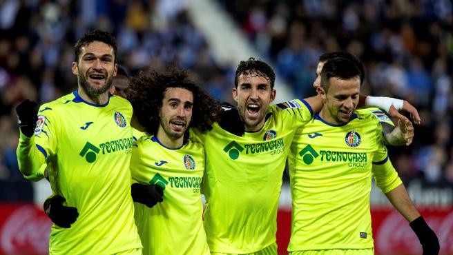 Los jugadores del Getafe celebran uno de los goles.