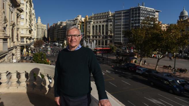 Ribó, en el balcón del Ayuntamiento de València.