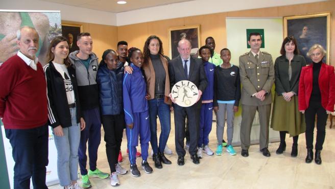 Las estrellas internacionales del Cross de Itálica visitan la Diputación como antesala de la prueba