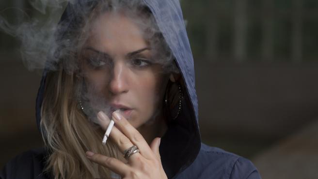 Fumar triplica las probabilidades de sufrir arrugas en el caso de las mujeres. En el caso de loshombres, las multiplica por dos.
