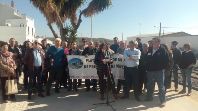 Nueva protesta en Pedrera por la variante y los convoyes regionales y los manifestantes anuncian un encierro