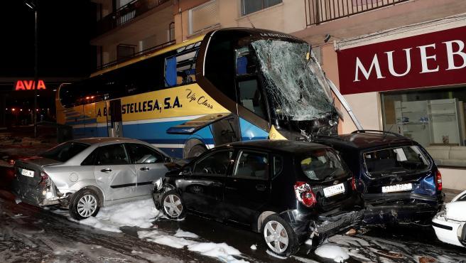 Escenario del accidente de autobús que ha causado la muerte a dos niños en Estella.
