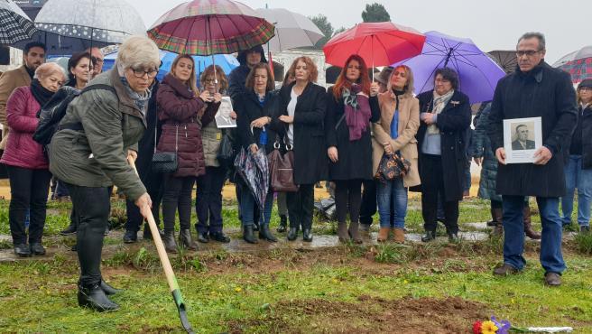 Memoria.- Ayuntamiento inicia con un acto simbólico la exhumación de la fosa de Pico Reja