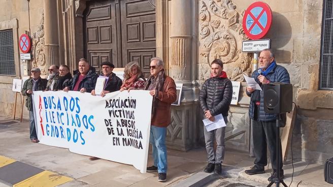 """Víctimas de abusos en la Iglesia critican que el Arzobispado """"no asume ninguna responsabilidad"""" por los casos en Navarra"""
