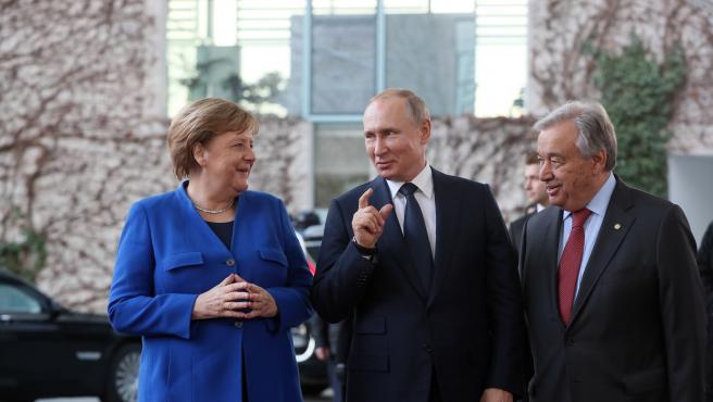 La canciller alemana, Angela Merkel, el presidente ruso, Vladimir Putin, y el secretario general de Naciones Unidas, Antonio Guterres