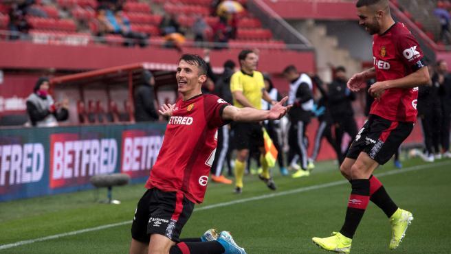 Ante Budimir celebra uno de sus goles anotados ante el Valencia.