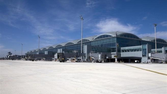 El Aeropuerto Alicante-Elche se cierra al tráfico aéreo debido al temporal