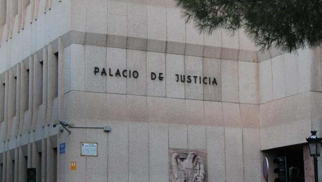 Este lunes juzgan a un hombre acusado de atropellar a un cobrador del frac con un toro mecánico en Villarrobledo