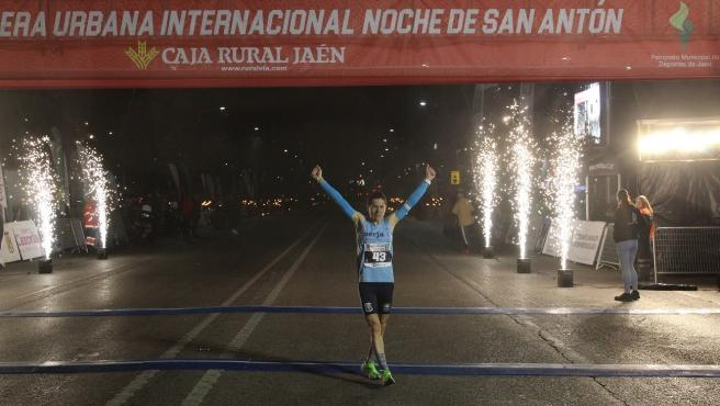 Fernando Carro y Gudaf Tsegay se imponen en la Carrera Urbana Internacional Noche de San Antón