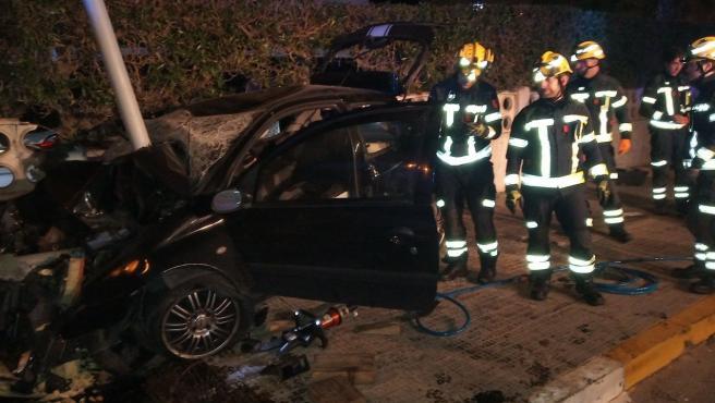 Sucesos.- Rescatan a un hombre herido grave que quedó atrapado en su vehículo tras sufrir un accidente
