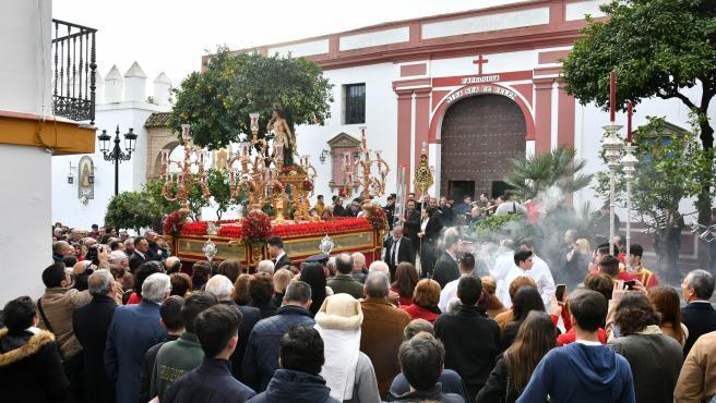 Tomares acompaña a San Sebastián, patrón del municipio, en su salida procesional