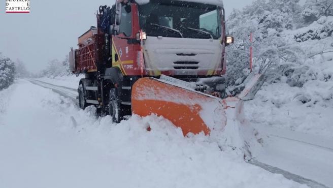 Tres carreteras cortadas por nieve y 13 con uso necesario de cadenas en la Comunitat Valenciana