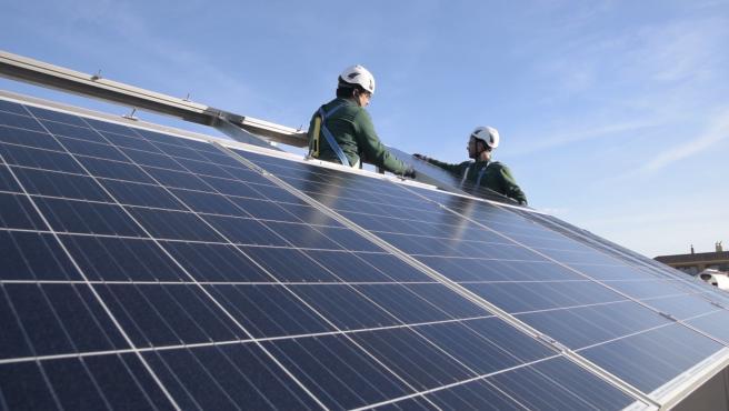 Imagen de archivo de una instalación de placas solares para el fomento del autoconsumo energético